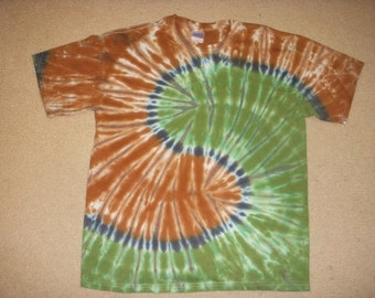 L  tie dye tee shirt, brown and green yin yang, large