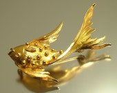 Vintage estate 1970s, gold plated fish costume brooch pin, jewellery / jewelry, UK seller