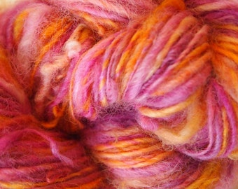 SPRING TULIP Handspun Wool Yarn Coopworth Yearling Fleecespun 155yds 3.25oz 7-8wpi aspenmoonarts knitting artyarn