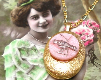Vintage BUTTON locket gold necklace, 40's Vintage BIRD Button on gold. Button Jewellery.