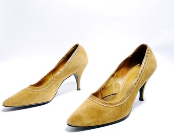 Vintage Suede Mustard Yellow High Heels// 60s Pointed Toe Women's Pumps// Size 8 AA