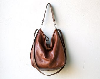 HOBO PACK in soft lightweight Italian lambskin - classic saddle - crossbody bag - leather backpack - with two outside open pockets