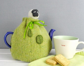 Sheep Tea Cosy, knitted tea Cozy, made in Scotland, Tea drinkers Gift, wool tea Cosy, Mothers Day Gift, Sheep gift