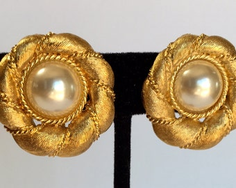 Napier Designer Signed Adjustable Clip Earrings with Pearl Gold Tone Vintage