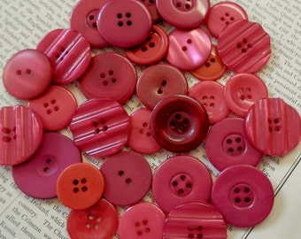 VINTAGE BUTTONS Set of 30 Pinks Mauve Cerise Purple Magenta Carrot Interesting Textures