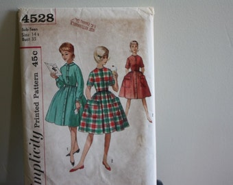 1960s Simplicity Pattern 4528 Sub Teen One Piece Dress