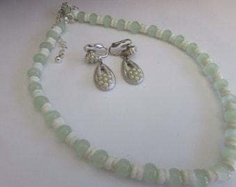 Jade shell necklace