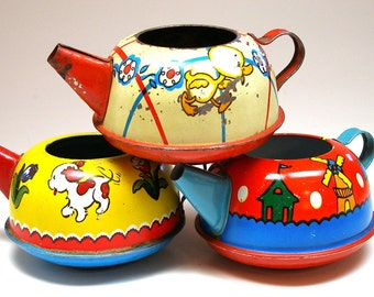 50's Toy Tea Pots, 3 vintage tin in primary colors, Instant Collection of Ohio Art.