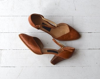Birds-eye Maple heels | vintage 1970s shoes | stacked heel leather ankle strap shoes 7