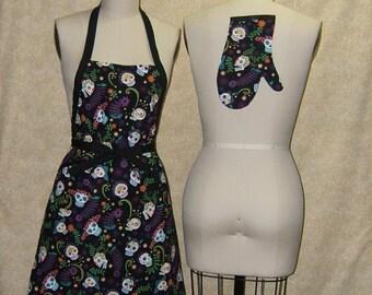 Sugar Skulls Apron chef style cell pocket oven mitt grinning skulls black bright colors flowers sombrero cotton fabric