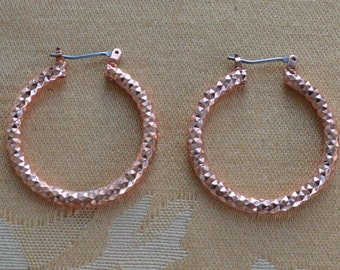Pretty Vintage Hammered Copper Hoop Pierced Earrings (AN2)