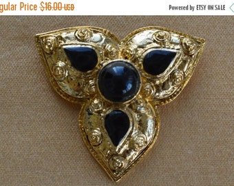 On Sale Ornate Vintage Black Stone, Gold tone Brooch
