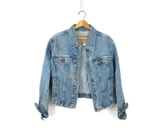 Vintage Jean Jacket Medium Wash Blue Denim Jacket Hip Cropped Button Up Hipster Womens size Medium Dell's