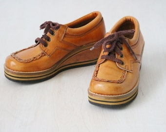 Vintage 1970s Leather Lace Up Wedge Oxford Shoes / Wood Heel / Rubber Soles / Size US 5 Euro 35-36 UK 3 / Town Flair