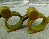 pair of green bakelite bird napkin rings as found - charity for animals