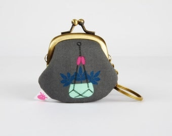 Keychain purse - Hang it up in grey - Big Lillipurse / Metal frame coin purse / Cotton and Steel / Macrame / blue teal hot pink / plant