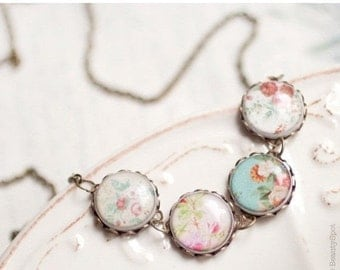 Flower bib necklace - Shabby Chic (BN006)