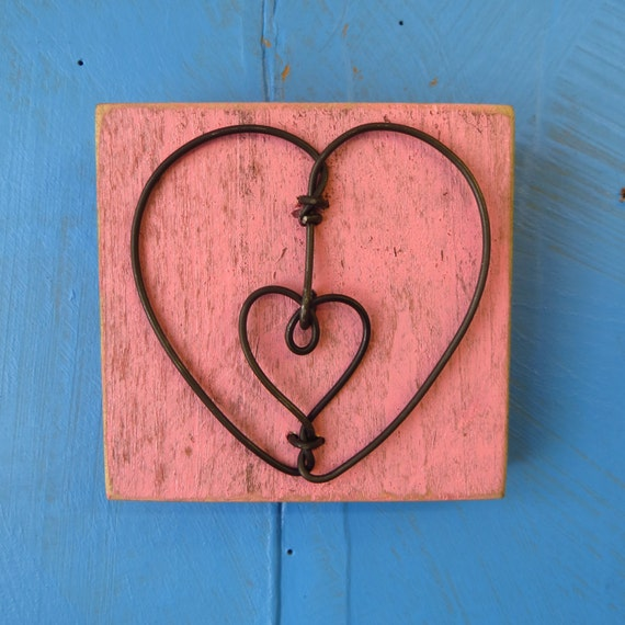 Decorative Wall Hanging Hearts : Wall hanging decorative wire heart on pallet wood