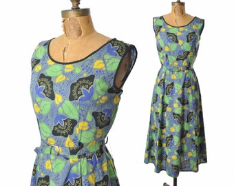 "vintage 1940s dress / botanical print / graphic print floral dress / 40s dress .. 30"" waist"