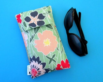 Roomy Sunglasses Case in a Design of Large Flowers