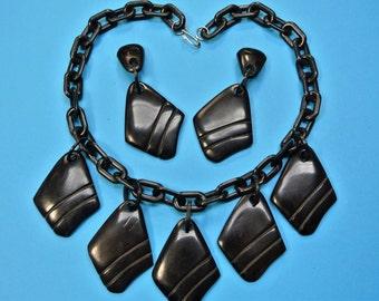 Very unusual necklace choker and earhangs w 5 carwed black pendants of genuin tested vintage 1940s bakelite plastic on black plastic chain