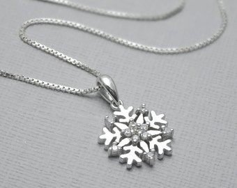 Snowflake Necklace, Winter Wedding Necklace, Sterling Silver Snowflake Necklace,  Bridesmaid Necklace, Gift for Her, Flower Girl Necklace