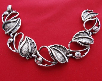 """Vintage  SARAH COVENTRY silver tone 7.5"""" bracelet in great condition"""