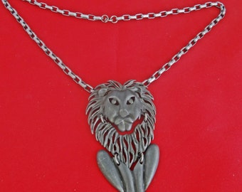 """Vintage 21"""" silver tone necklace with 3.5"""" attached LION pendant in great condition"""
