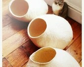 Summer SALE Cat Cave / cat bed - handmade felt - White - S,M,L,Xl + free felted balls