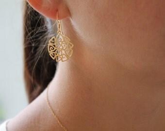 Gold plate fillagree earrings