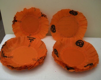Vintage 7 Halloween Crepe Paper Plate Holders - Crepe Doilies