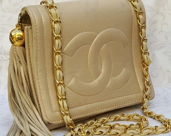 Vintage Authentic Designer Chanel White Lambskin Leather Purse Crossbody Accessory Square Flip Design