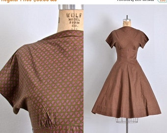 45% OFF SALE.... vintage 1950s dress • paisley print • short sleeves • brown 50s dress • cotton 50s dress • small medium••