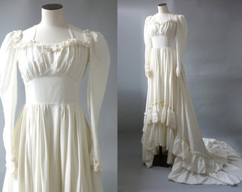 Queen of brides wedding gown | Balloon sleeves and buttoned back viscose bridal dress | 1930's by Cubevintage | xs to small