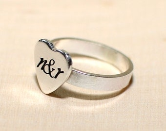 Personalized heart ring with custom band and engraved silver heart - solid 925 fitted ring - RG907