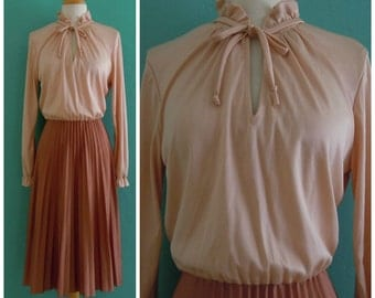 70's peach ruffle neck plisse skirt dress // neutral secretary dress ~ medium large