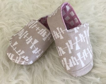 6-12 months White Geometric on Sand Flappy Baby Shoes - READY TO SHIP