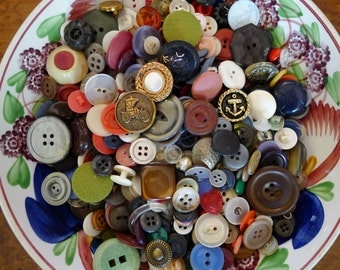 One Pound Bulk Vintage Buttons - 1 lb