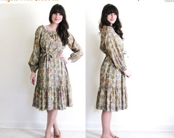 ON SALE 70s Boho Dress / 1970's Paisley Gypsy Dress