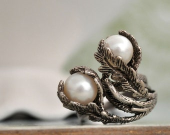 VINAGE PEARL,  vintage find sterling silver tree leaf and freshwater pearl flower ring size 5