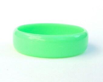 Chunky Bangle Green Plastic Vintage