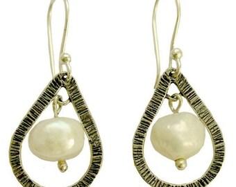Dangle earrings, drop shape earrings, drop pearls, pearl earrings, sterling silver earrings, silver pearls earrings - Pearl vision - E7880-5
