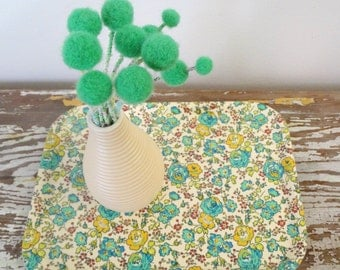 Mint Green Pom Pom Flower Blossoms - Felt Wool balls - Woolly balls, billy buttons - Felted flowers - Fake Flowers - Craspedia, billy balls