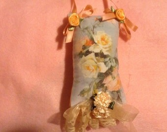 5 inch lavender scented floral sachet in yellows