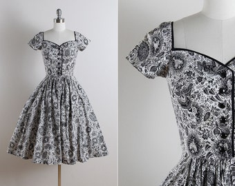Vintage 50s dress | vintage 1950s dress | mythical folk novelty print xs | 5646