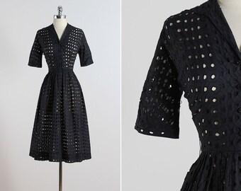 Perforation .  vintage 1950s dress . vintage cotton dress . 5574