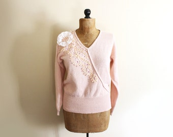 vintage sweater pink 80s womens clothing pearls brooch applique unique 1980s size m medium