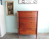 MID CENTURY ANTIQUE 4 Drawer Dresser (Los Angeles)