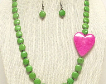 "26"" Green Magnesite Turquoise Necklace with Hot Pink Heart #19552"