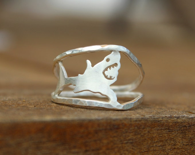 Shark Love Ring